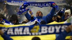 Die Fans des FC Famalicão feuern ihre Mannschaft an
