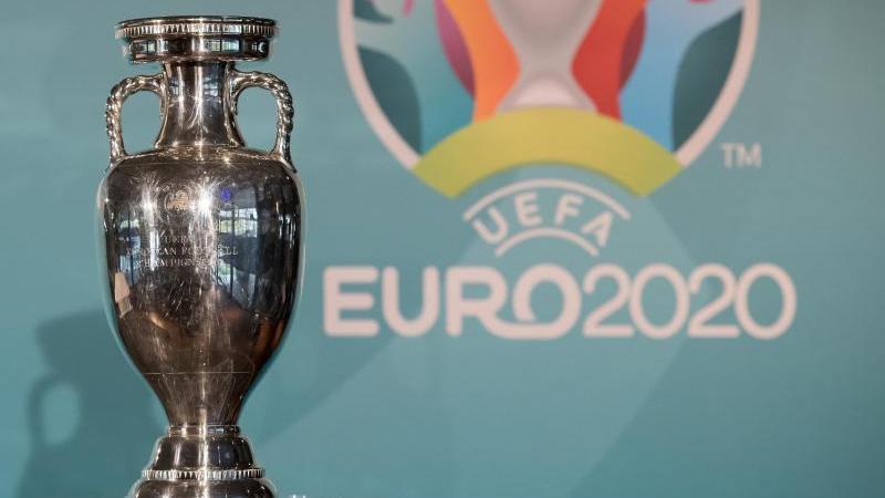 Das Objekt der Begierde: der EM-Pokal