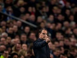 Ajax-trainer Frank de Boer geeft richting aan tijdens het competitieduel Ajax - sc Heerenveen. (22-11-2014)