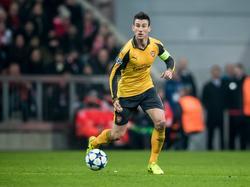 Laurent Koscielny heeft de bal tijdens het Champions League-duel FC Bayern München - Arsenal (15-02-2017).