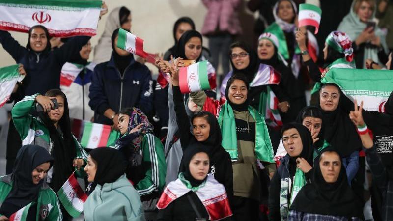 Im Iran haben Frauen weiterhin Probleme beim Stadion-Besuch