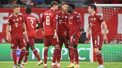 Leon Goretzka und Alphonso Davies (Bildmitte) sollen dem FC Bayern wieder helfen