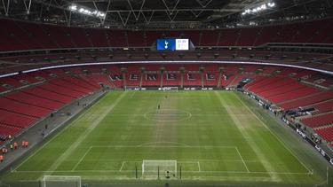 El Tottenham juega sus partidos de local en Wembley, con el césped en malísimo estado. (Foto: Getty)