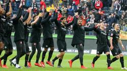 Eintracht Frankfurt feiert den Thriller-Sieg gegen Hoffenheim in vollen Zügen