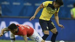 Charles Aranguiz (l.) mit Chile weiter