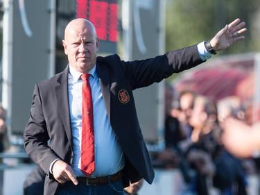 AFC-trainer Ton du Chatinier staat coachend langs de lijn tijdens het competitieduel Jong AZ Alkmaar - AFC (16-10-2016).