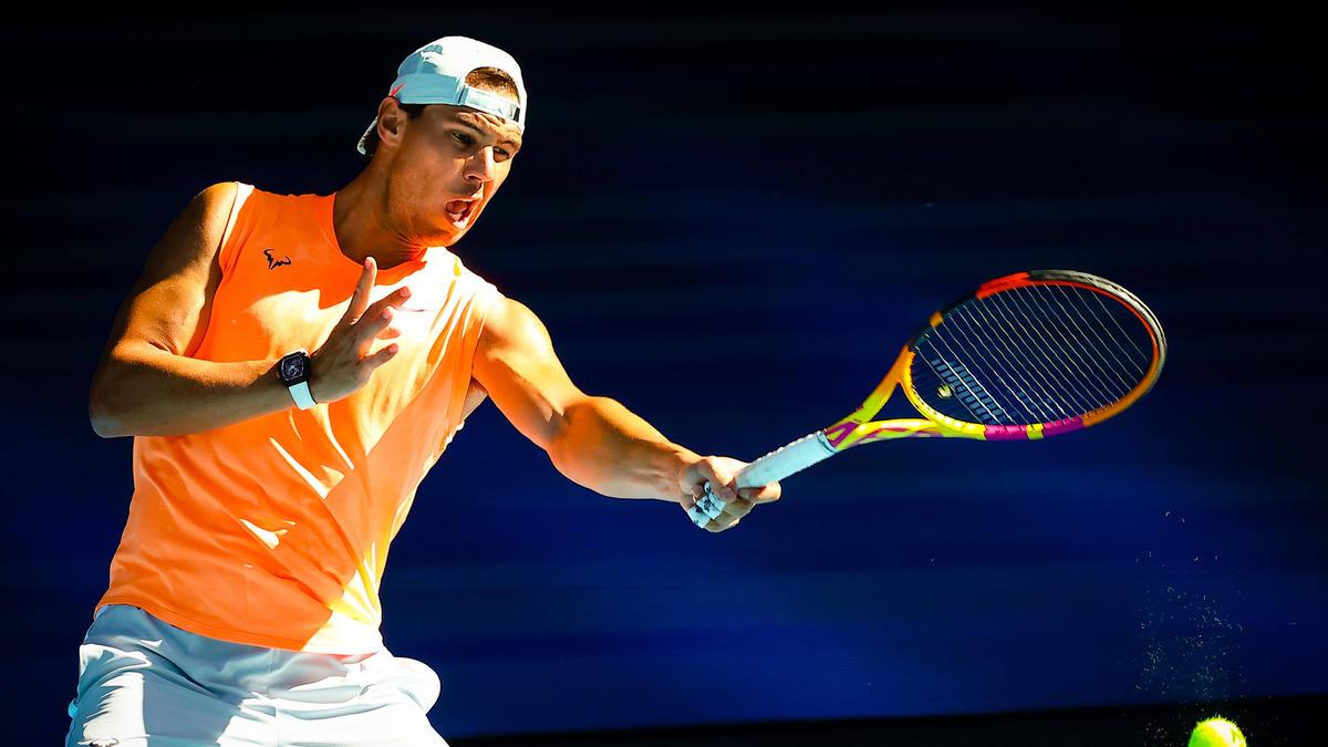 Rafael Nadal schlägt sich mit Rückenproblemen herum