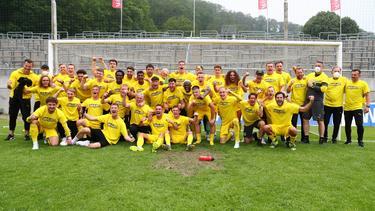 In Wuppertal stieg der BVB II vor drei Wochen auf, jetzt gab es den dazugehörigen Pokal