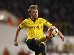 Marcel Schmelzer heeft balbezit tijdens het Europa League-duel Tottenham Hotspur - Borussia Dortmund (17-03-2016).
