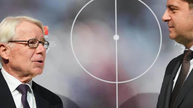 Reinhard Rauball (l.) verlässt die DFL