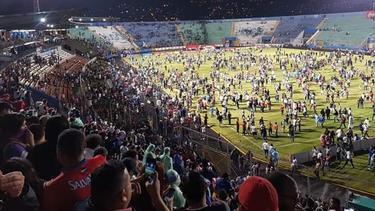 El estadio entró en pánico.