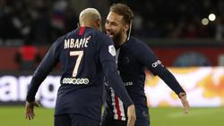 Neymar (r.) spielt in Paris gemeinsam mit Kylian Mbappé