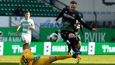 Cedric Teuchert (r.) erzielte das zweite Tor für Hannover 96