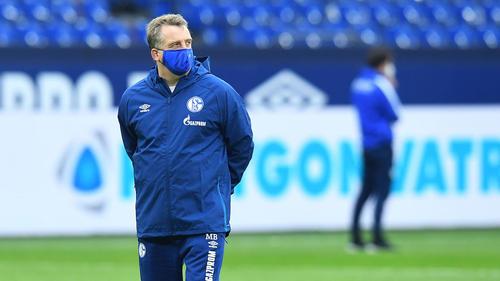 Mike Büskens leitete das Montagstraining auf Schalke