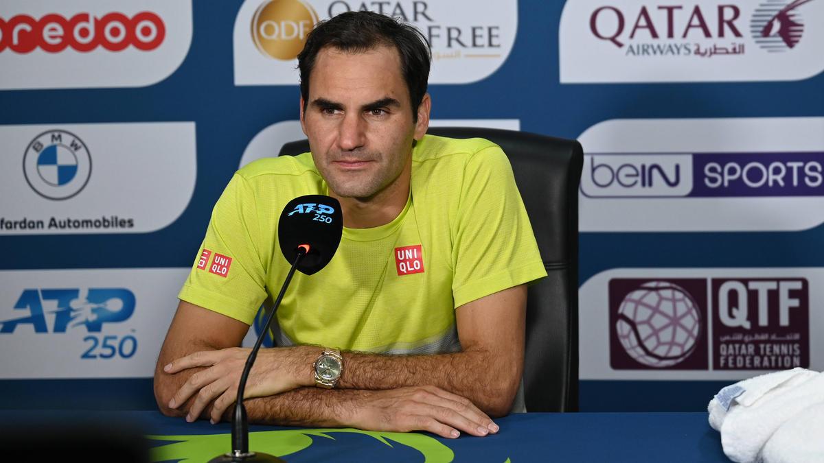 Roger Federer schlägt in Genf auf