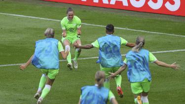 Die Frauen des VfL Wolfsburg feiern den nächsten Titel