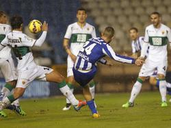 Luis Fariña zirkelt den Ball ins lange Eck