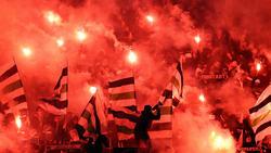 Gladbach-Fans tauchten den Signal Iduna Park von Borussia Dortmund in Rot