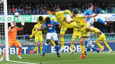El Nápoles ganó al Chievo y le mandó a Segunda. (Foto: Getty)