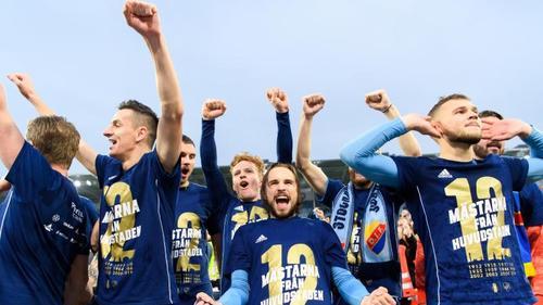 Die Spieler von Djurgårdens IF feiern den 12. Meistertitel