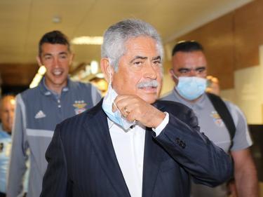 Luis Filipe Vieira en un viaje con el Benfica.