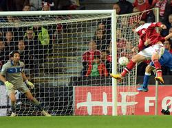 Bendtner hält Dänemarks WM-Träume am Leben