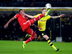 ...klärt Bayern Münchens Jerome Boateng gegen Borussia Dortmunds Marco Reus (r.) am 13. Spieltag der Bundesliga-Saison 2013/2014 und verhindert damit eine Großchance für die Schwarz-Gelben (23.11.2013).