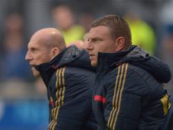 Jaap Stam (l.) en Andries Ulderink volgen de wedstrijd Achilles '29 - Jong Ajax aandachtig. (25-08-2014)