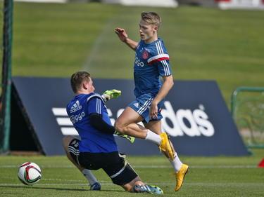 Ajax spelers Viktor Fischer (r.) en Indy Groothuizen (l.) tijdens trainingskamp. (06-01-2015)
