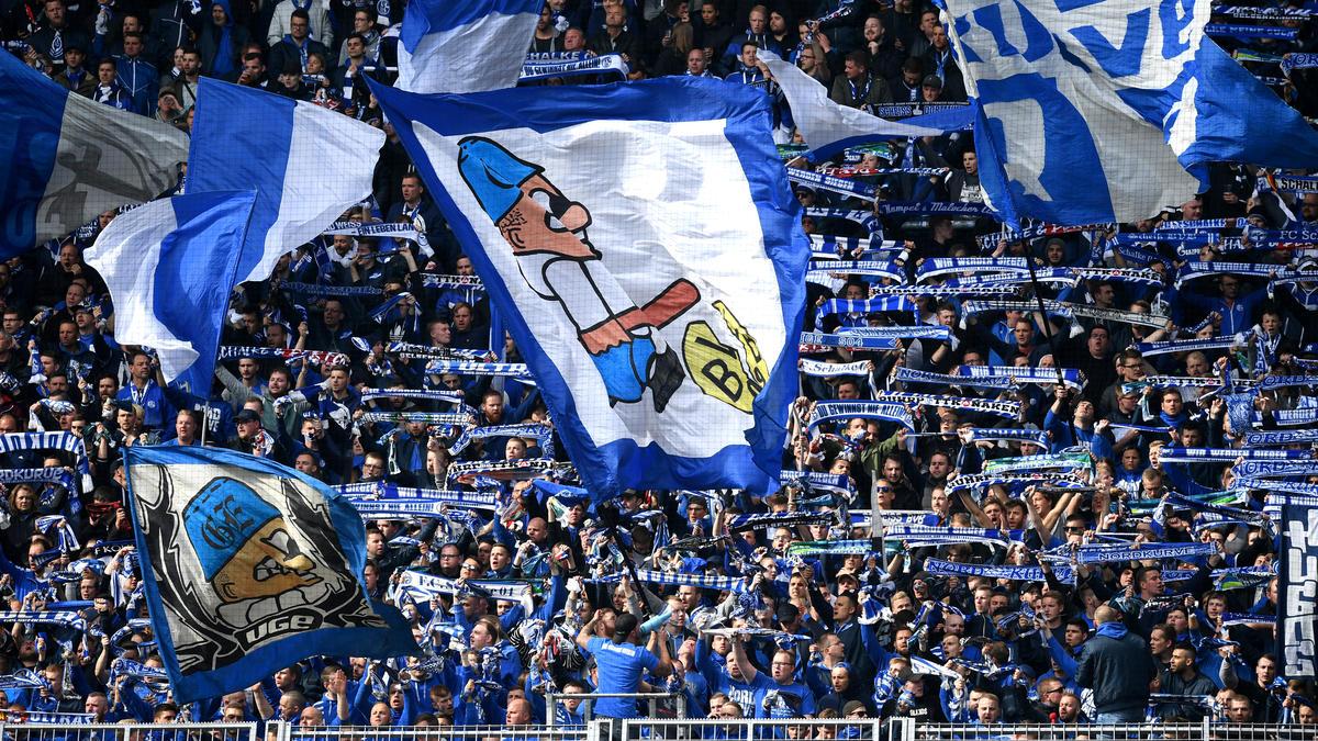 Die Schalke-Fans provozierten gegen den BVB mit einem Geschmacklos-Plakat