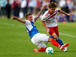 Holstein Kiel muss vorerst ohne Manuel Janzer (li.) auskommen