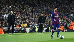 Zidane ve en primer plano una acción de Messi.