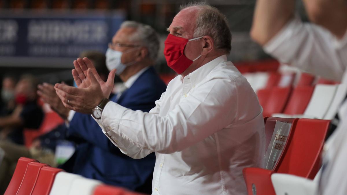 Ist begeisterter Fan von Bayerns Basketballern:Ex-Präsident Uli Hoeneß