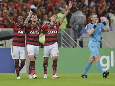 Felipe Vizeu celebra con sus compañeros el gol de la victoria. (Foto: Imago)