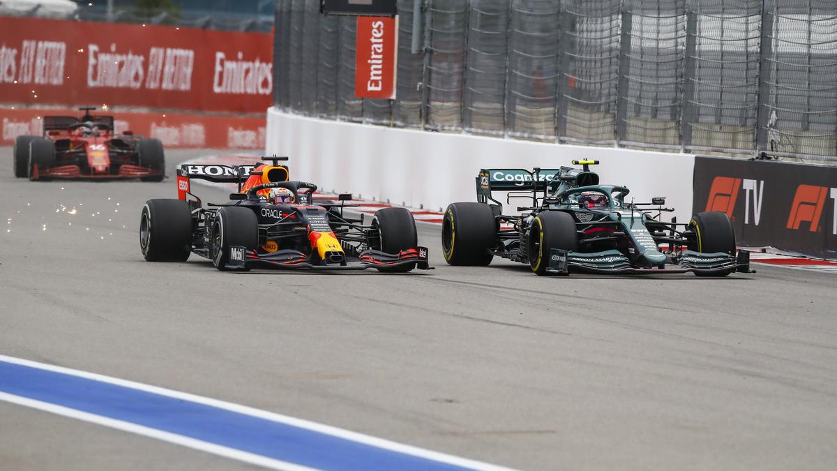 Max Verstappen (l.) profitierte beim Formel-1-Rennen in Sotschi vom Regen