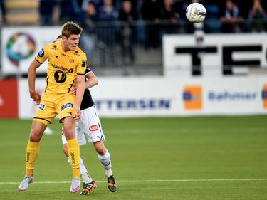 Alexander Sørloth wint wel heel makkelijk een kopduel in de wedstrijd tussen FK Bodø/Glimt en Strømsgodset IF. (26-09-2015)