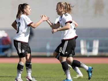 Klara Bühl (r.) traf doppelt gegen die Spanierinnen