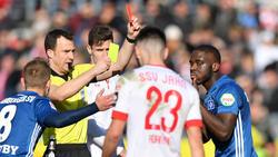 Der HSV kassierte gegen Jahn Regensburg zwei Gelbe Karten