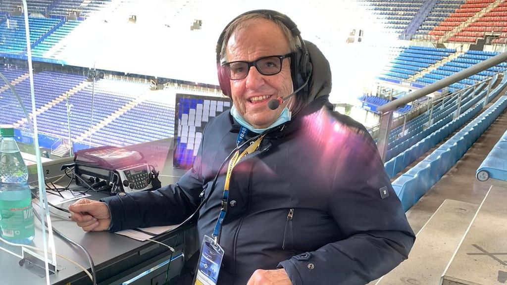 Radioreporter Günther Pohl, hier bei der Zweitliga-Partie HSV vs. VfL Bochum