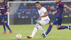 Real Madrid verlängerte den Vertrag mit Casemiro (M.)