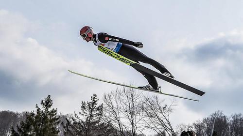 Karl Geiger hat das Springen in Rasnov dominiert