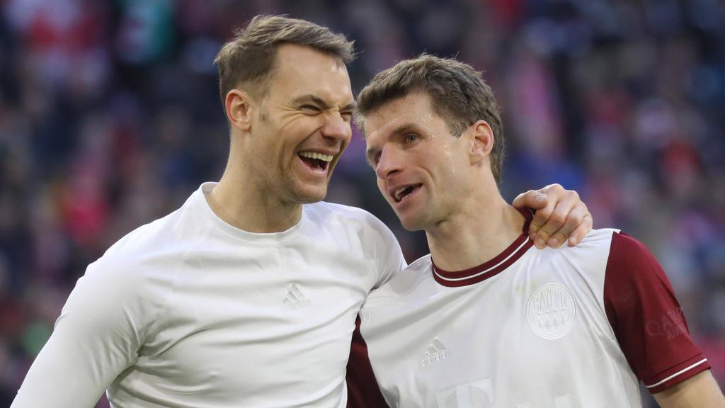 Manuel Neuer und Thomas Müller (r.) sollen beim FC Bayern verlängern