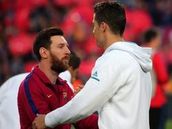 Messi y Cristiano se abrazan antes de un Barça-Madrid.