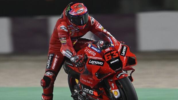 Francesco Bagnaia litt in der MotoGP unter den Reifen