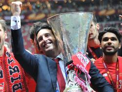 Emery levanta la Europa League con el Sevilla en 2015. (Foto: Getty)
