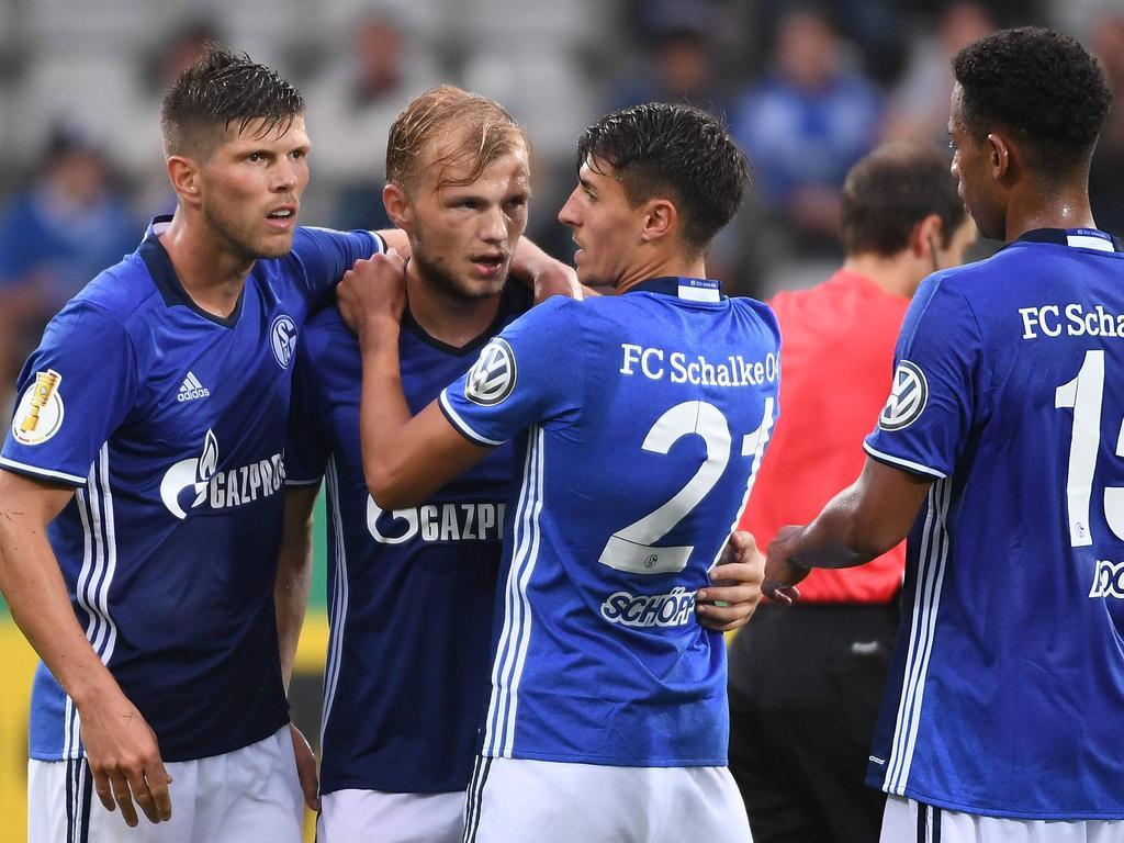 Der FC Schalke 04 zieht souverän in die zweite Runde ein