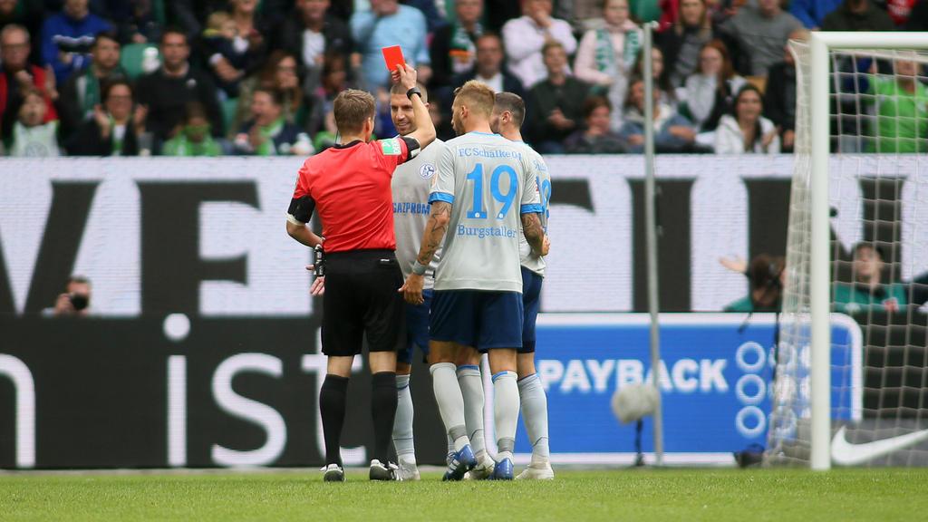 Schiedsrichter Patrick Ittrich hatte dem Schalker Matija Nastasic in Wolfsburg die Rote Karte gezeigt