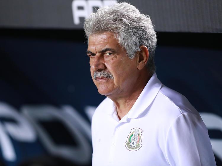 Ricardo Ferretti en el partido contra Costa Rica. (Foto: Getty)