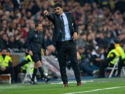 Marcelo Gallardo da indicaciones en la banda del Bernabéu. (Foto: Imago)