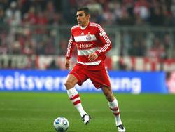 """2005 zwangen die Münchner den FC Schalke in Berlin mit 2:1 in die Knie. Es ist der 12. DFB-Pokal-Titel der FCB-Historie. Ballack, Lucio und Kahn (v.l.) feiern überschwänglich mit dem """"Pott""""."""
